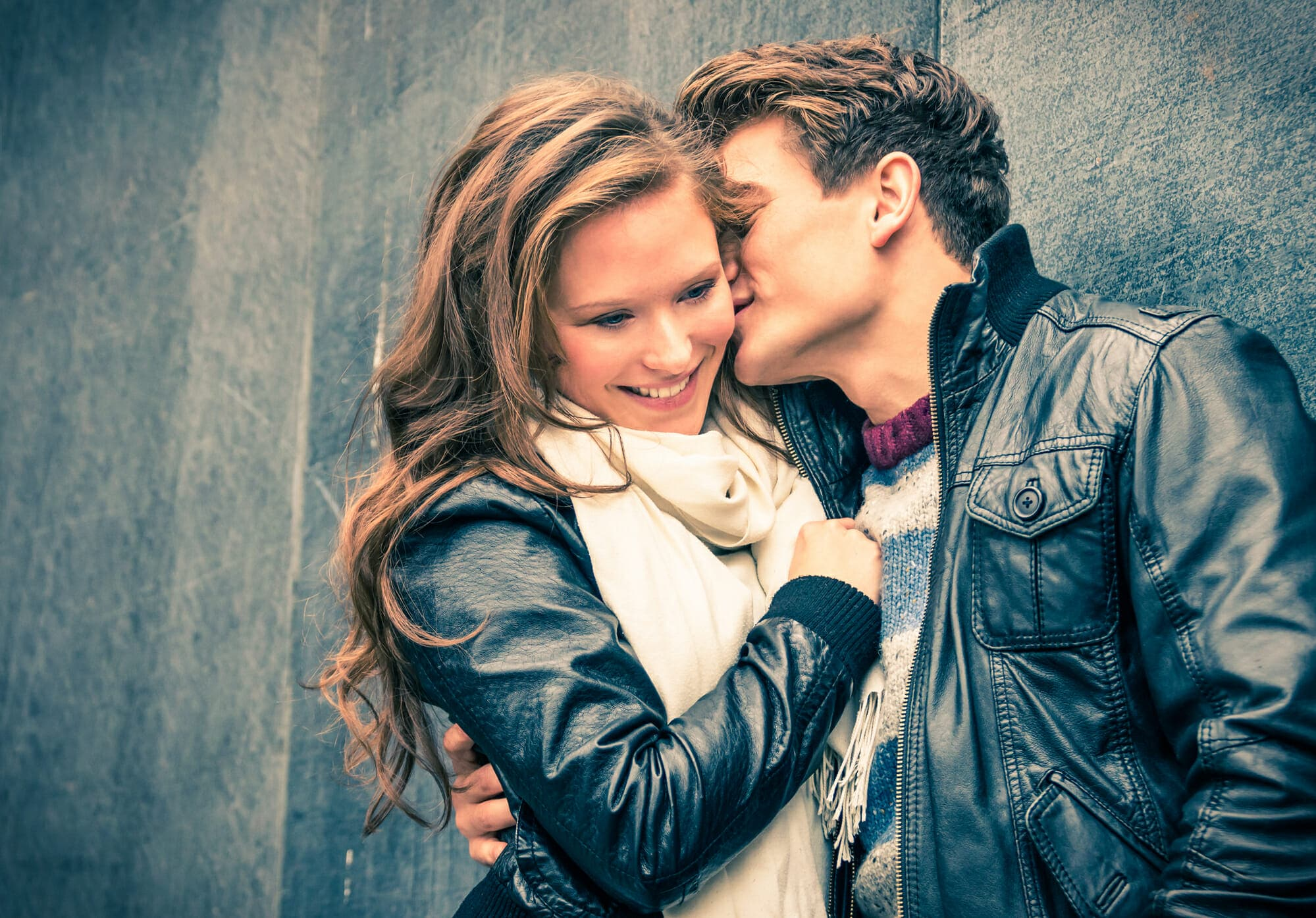 How to Tell If a Guy Likes You - Signs She is Into You